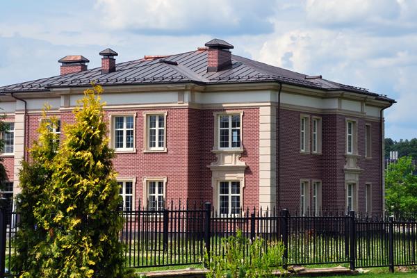 фасад дома загородом
