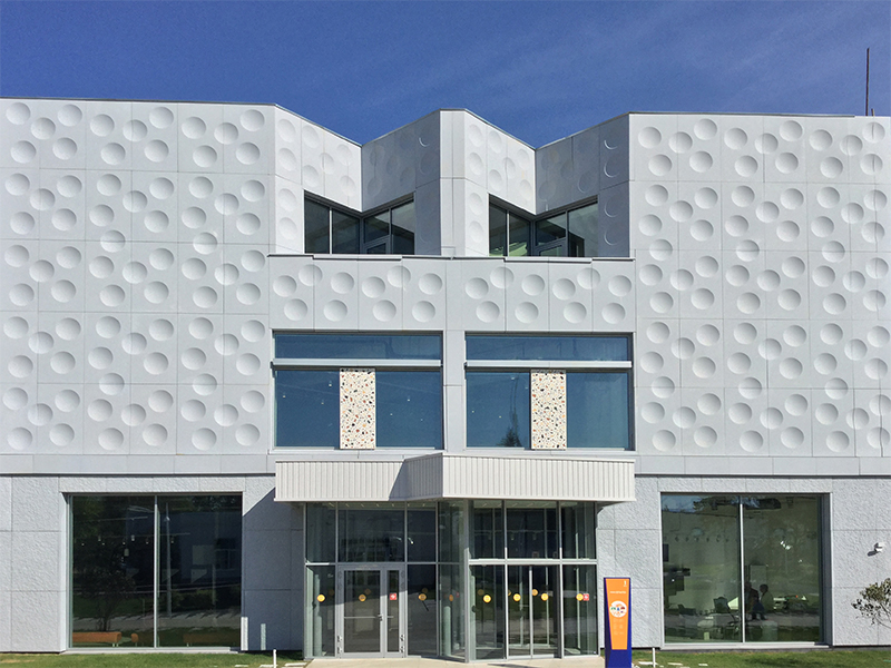 Облицовка фасада из стеклофибробетона