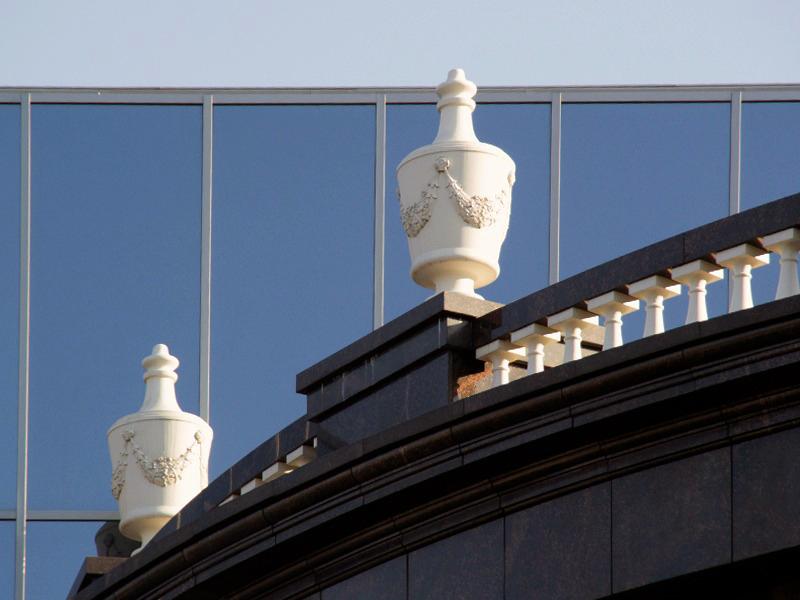 Облицовка и декоративная отделка фасада из стеклопластика