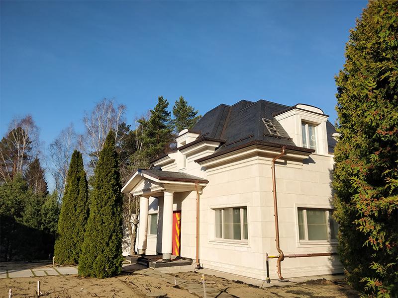 Навесной фасад из архитектурного бетона для частного дома